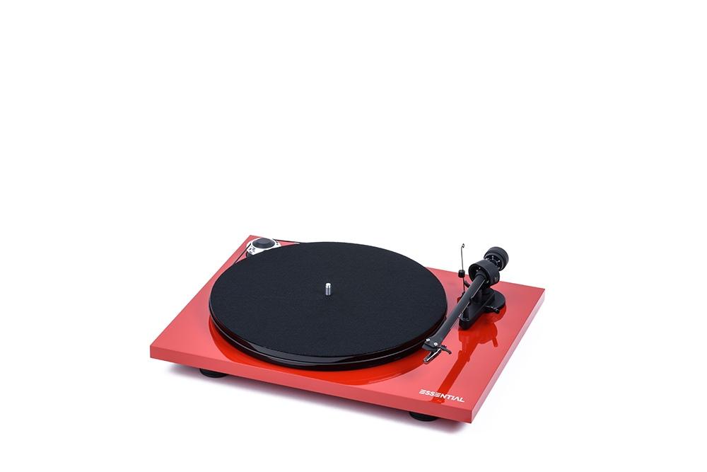 Essential III Plattenspieler von Pro-Ject in hochglanz-rot.